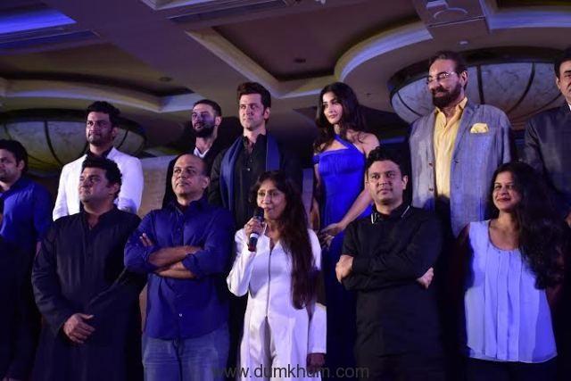 Ashutosh Gowariker with his crew-1