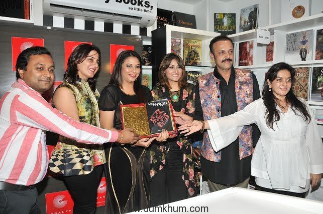 Mr. Hiren Author Simmer Bhatia, Gurpreet Kaur Chadha & Urvashi Dholakia, Manish Awashti at launch and reading session of the book
