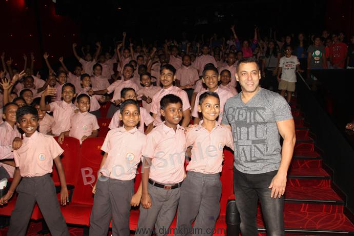 Salman Khan and Farzana ... cial 'Sultan' screening