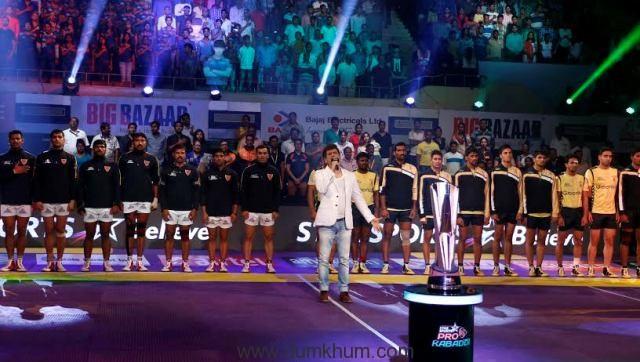 Singer, composer and actor - Palesh Sen sings national anthem at Star Sports Pro Kabaddi Season 4