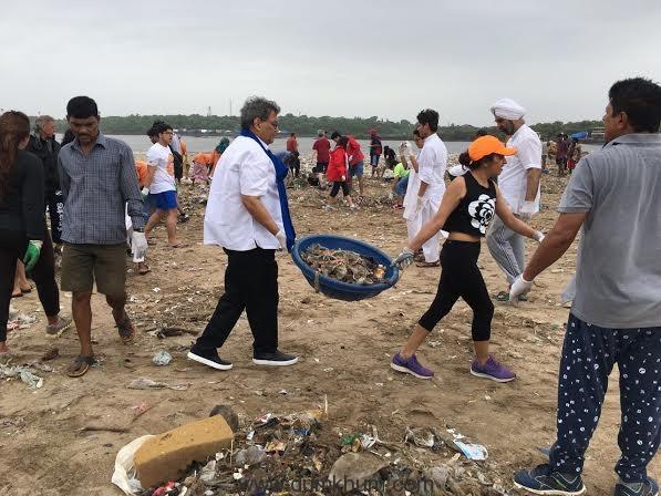 Subhash Ghai cleans Mumbai's Versova Beach-