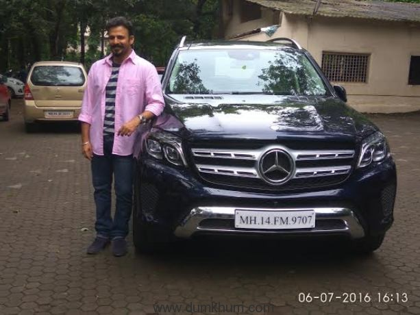Suresh Oberoi gifts son Vivek on the occasion of his 15 years in the industry !