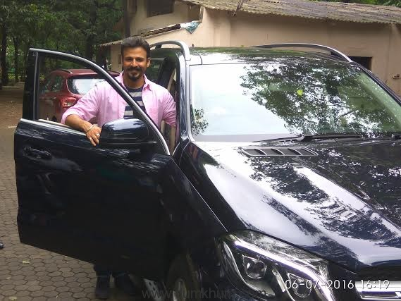 Suresh Oberoi gifts son Vivek on the occasion of his 15 years in the industry -1