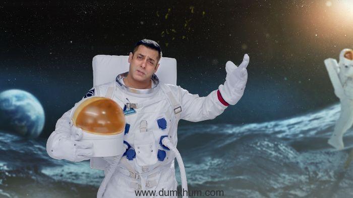 BB10 astronaut promo grab (13)