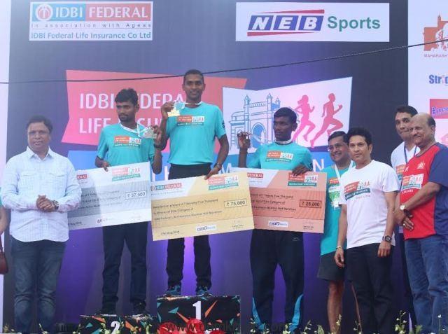 IDBI Federal Life Insurance Mumbai Half Marathon 2016 flagged off by Sachin Tendulkar-2