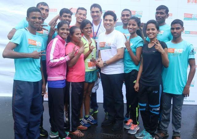IDBI Federal Life Insurance Mumbai Half Marathon 2016 flagged off by Sachin Tendulkar-3