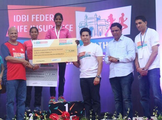 Over 15,000 enthusiastic runners participated in the inaugural  IDBI Federal Life Insurance Mumbai Half Marathon 2016 flagged off by Sachin Tendulkar