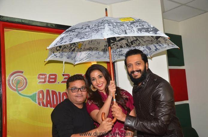 Riteish Deshmukh, Ravi Jadhav and Krishika Lulla at Mirchi studio