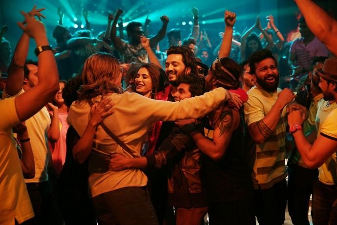 Riteish Deshmukh and his Banjo team's impromptu act surprises director Ravi Jadhav!