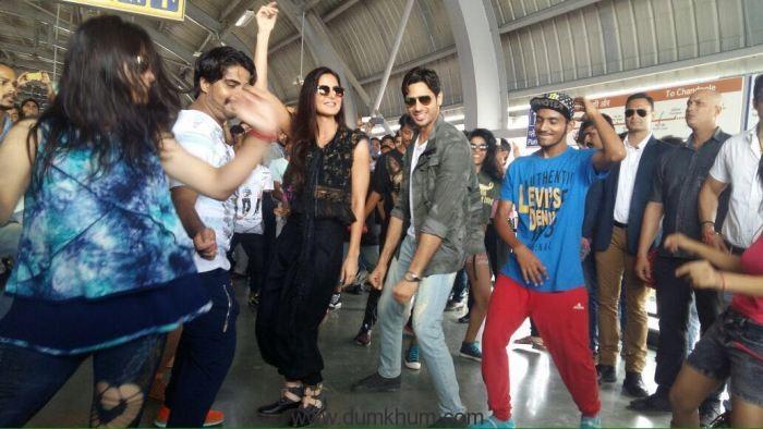 Sidharth-Katrina gave a Baar Baar Dekho moment at Jaipur's metro station!