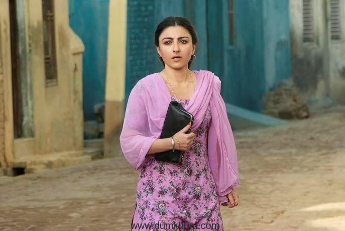 Soha Ali Khan goes street shopping for 31st October!