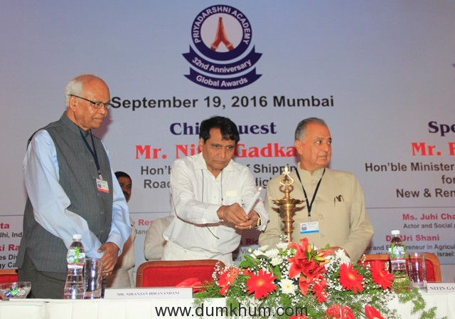 honorable-minister-mr-suresh-prabhu-lighting-the-diya-at-32nd-priyadarshani-global-awards-with-mr-nanik-rupani-founder-of-priya-darshni-academy-on-th-right-dr-mashelkar-on-the-left