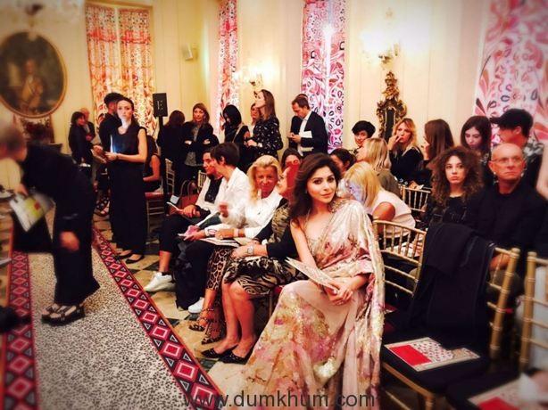 Kanika Kapoor on the front row of Roberto Cavalli's show at the Milan Fashion Week !