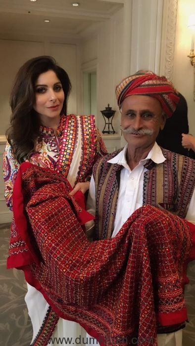 kanika-kapoor-traveled-to-paris-to-promote-indian-textiles