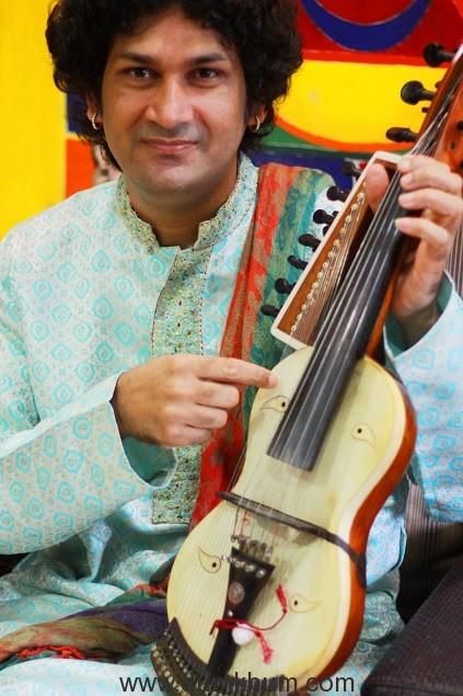 naviin-gandharv-performing-1