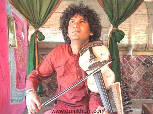 naviin-gandharv-performing-4