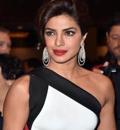 Priyanka Chopra goes all out to announce Quantico in India with a bang!
