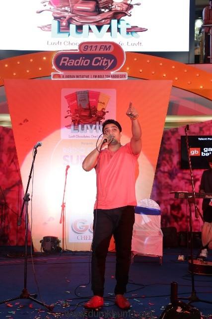 Radio City Super Singer Season 8 winner Avaiz Darbar croons at Infiniti Malad Mumbai