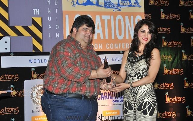 15-smita-gondkar-receving-location-award-2016