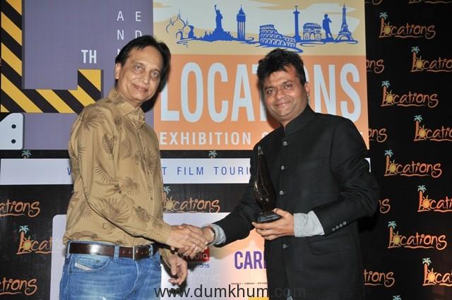 17-aneel-murarka-receving-location-award-2016-from-ratan-jain