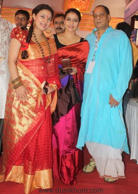 2-sharbani-mukherje-with-jkajol-and-debu-mukherjee-img_3974