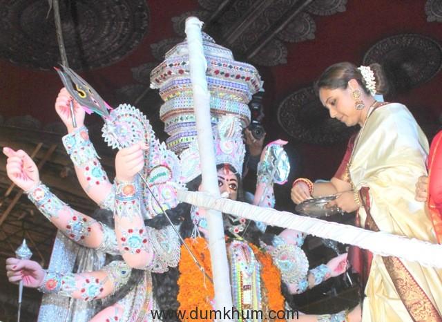 3-rani-mukherjee-during-visarjan-img_6472