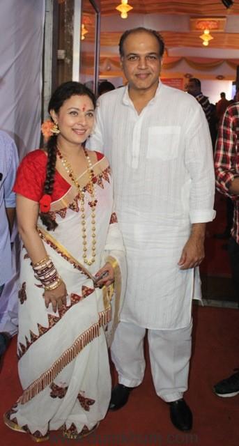 3-sharbani-mukherje-with-ashutosh-gowarikar