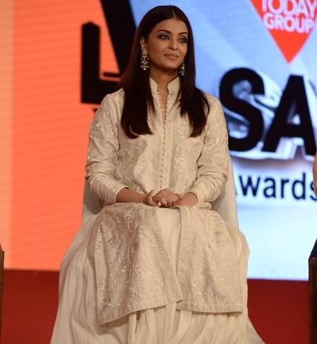 Bollywood star Aishwarya Rai and India's leading singers felicitated Clean India champions at India Today Safaigiri Awards 2106
