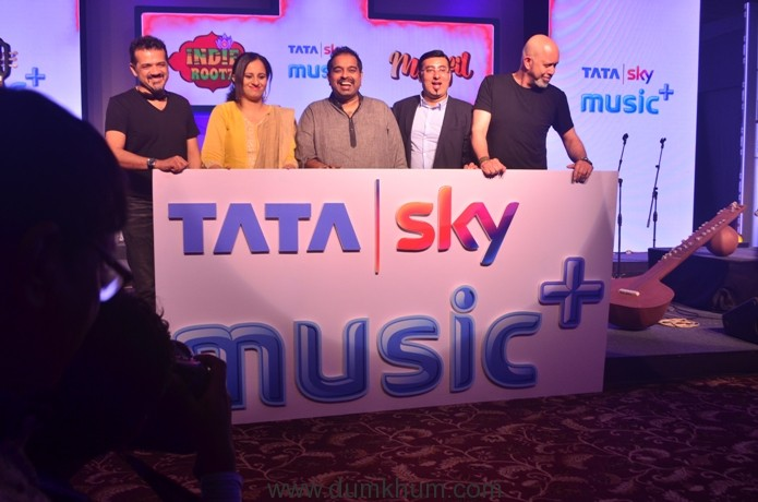 all-smiles-as-shankar-ehsaan-loy-launch-the-music-offering-in-the-presence-of-siddhartha-roy-ceo-of-hungama-com-and-pallavi-puri-chief-commercial-officer-of-tata-sky