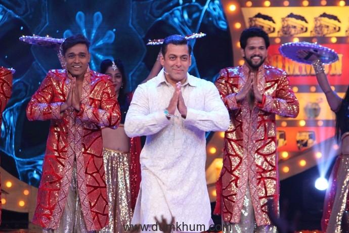 Salman Khan kick-starts Diwali with a dhamakedaar Bigg Boss – Weekend Ka Vaar