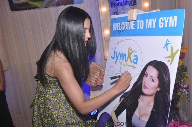 celina-jaitley-launching-jymka-family-fitness-club-at-franschise-india-show-delhi