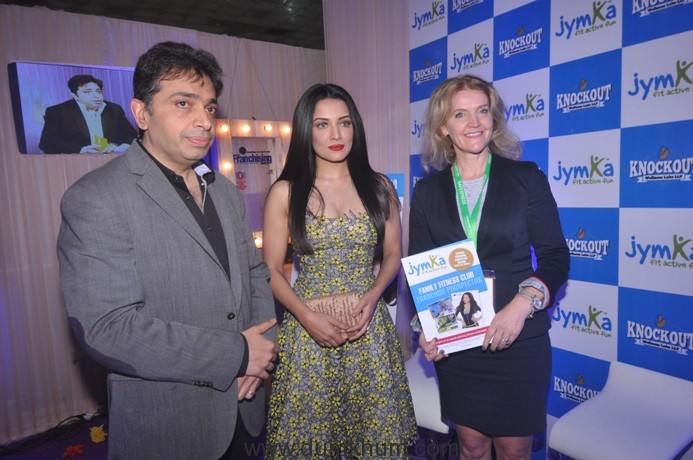gaurav-marya_-chairman_-franchise-india-with-actor-celina-jaitley-and-anne-marie-co-owner-at-the-launch-of-jymka-at-franchise-india-delhi