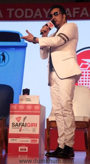 mika-singh-singer-at-india-today-safaigiri-award-function-in-new-delhi-on-sunday-5