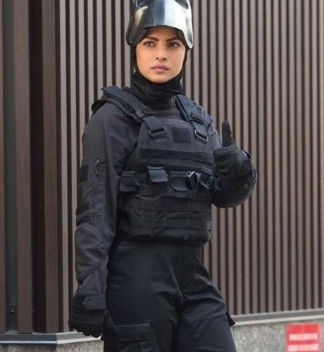 Priyanka Chopra inspires fans to pursue careers in law enforcement !