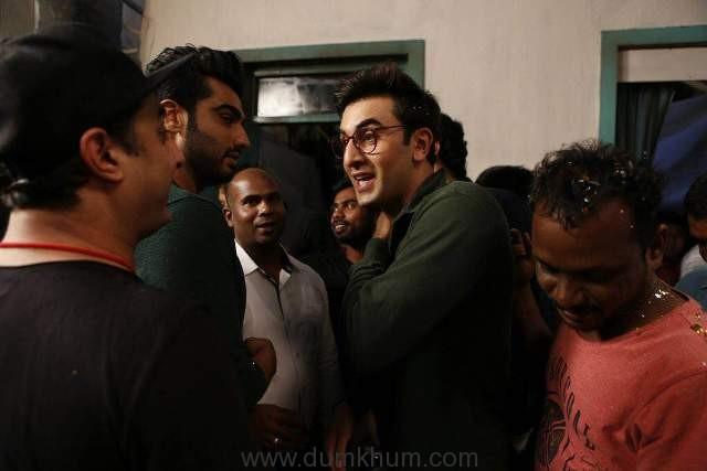 ranbir-kapoor-celebrates-his-birthday-on-the-sets-of-jagaa-jasoos-3