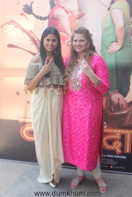 saie-tamhankar-and-producer-vidhi-kasliwal-at-the-golu-polu-song-launch-of-landmarc-films-movie-vazandar-to-release-on-nov-11