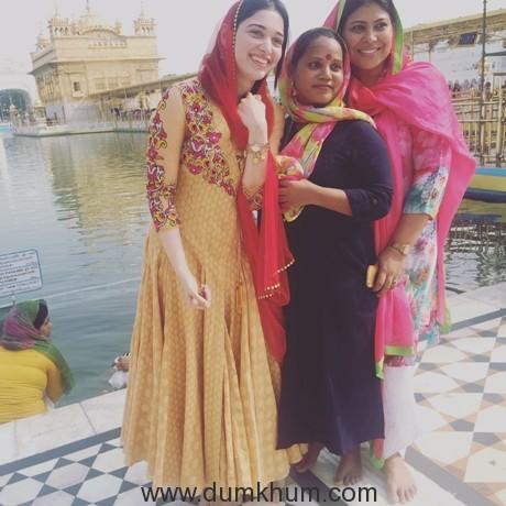 tamannah-bhatia-visits-golden-temple-amritsar