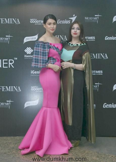 actress-mannara-chopra-with-ashima-chopra-1