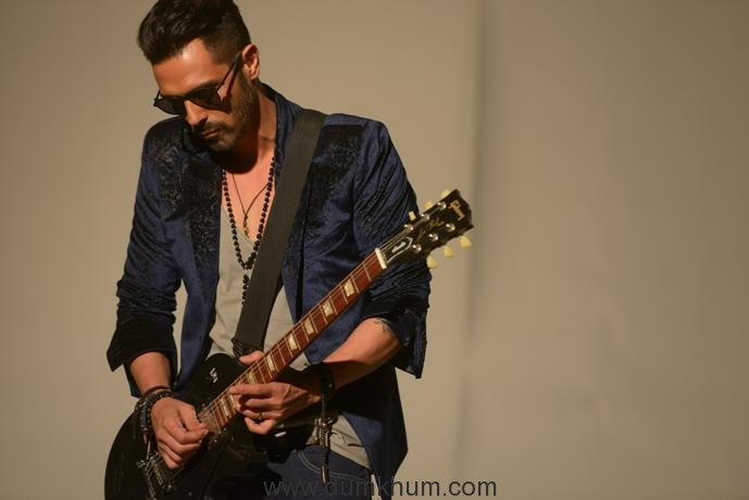 arjun-rampal-making-time-for-rock-on-2-promotions