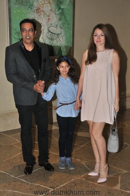 15-vindu-dara-singh-with-wife-daughter