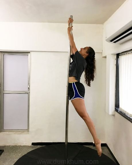 celebrity-fitness-expert-namrata-purohit-introducing-the-pole-workout-2
