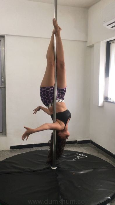 celebrity-fitness-expert-namrata-purohit-introducing-the-pole-workout-4