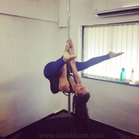 celebrity-fitness-expert-namrata-purohit-introducing-the-pole-workout-6