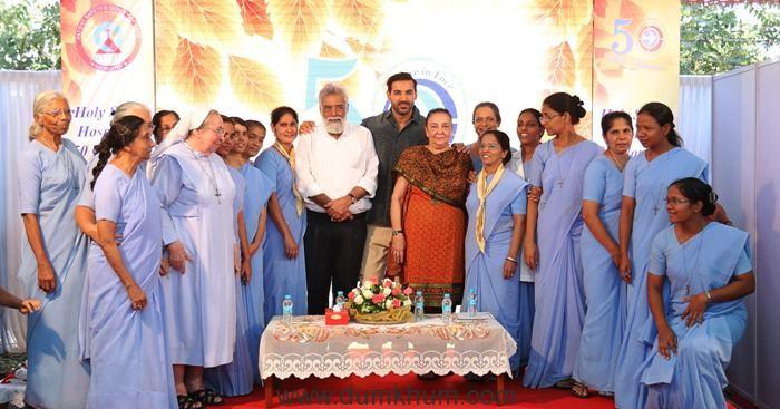 john-abraham-with-group-of-sister-at-holysprit-hospitalandheri-east-at-50-year-golden-jubile-celebration