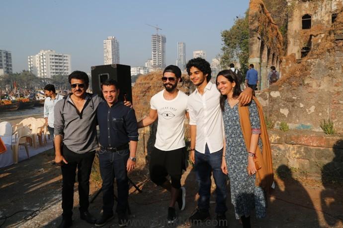 L-R Rajesh Khatter, Producer Kishor Arora, Shahid Kapoor, Ishaan Khatter, Neelim Azim