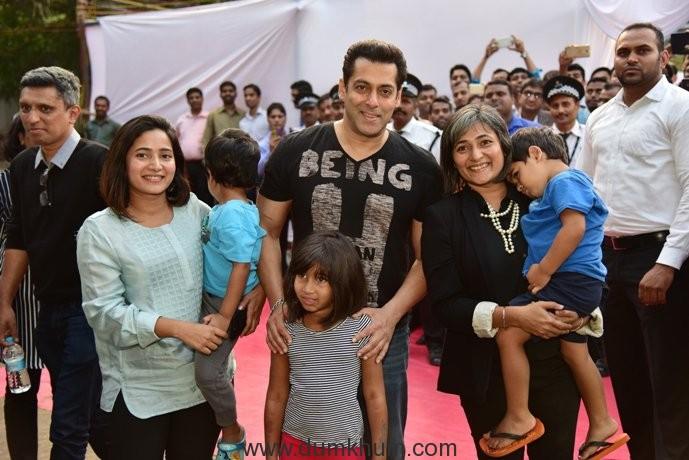 Superstar Salman @Parle Agro annual sales meet