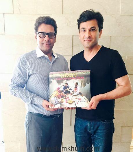 Image 1 -Mr. Rasesh Kanakia Chairman Kanakia Spaces Realty Pvt. Ltd. with Michelin Star Chef Vikas Khanna receiving his copy of Utsav -A Culinary Epic of Indian Festivals.