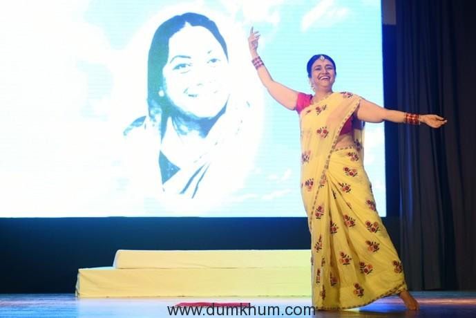 7. Kamini Khanna performing