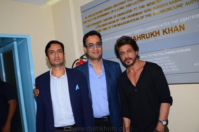 Aditya and Abhay Soi with Shah Rukh Khan