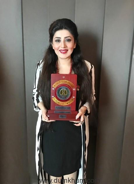 Ace designer Archana Kocchar felicitated with World Icon Award, Dubai